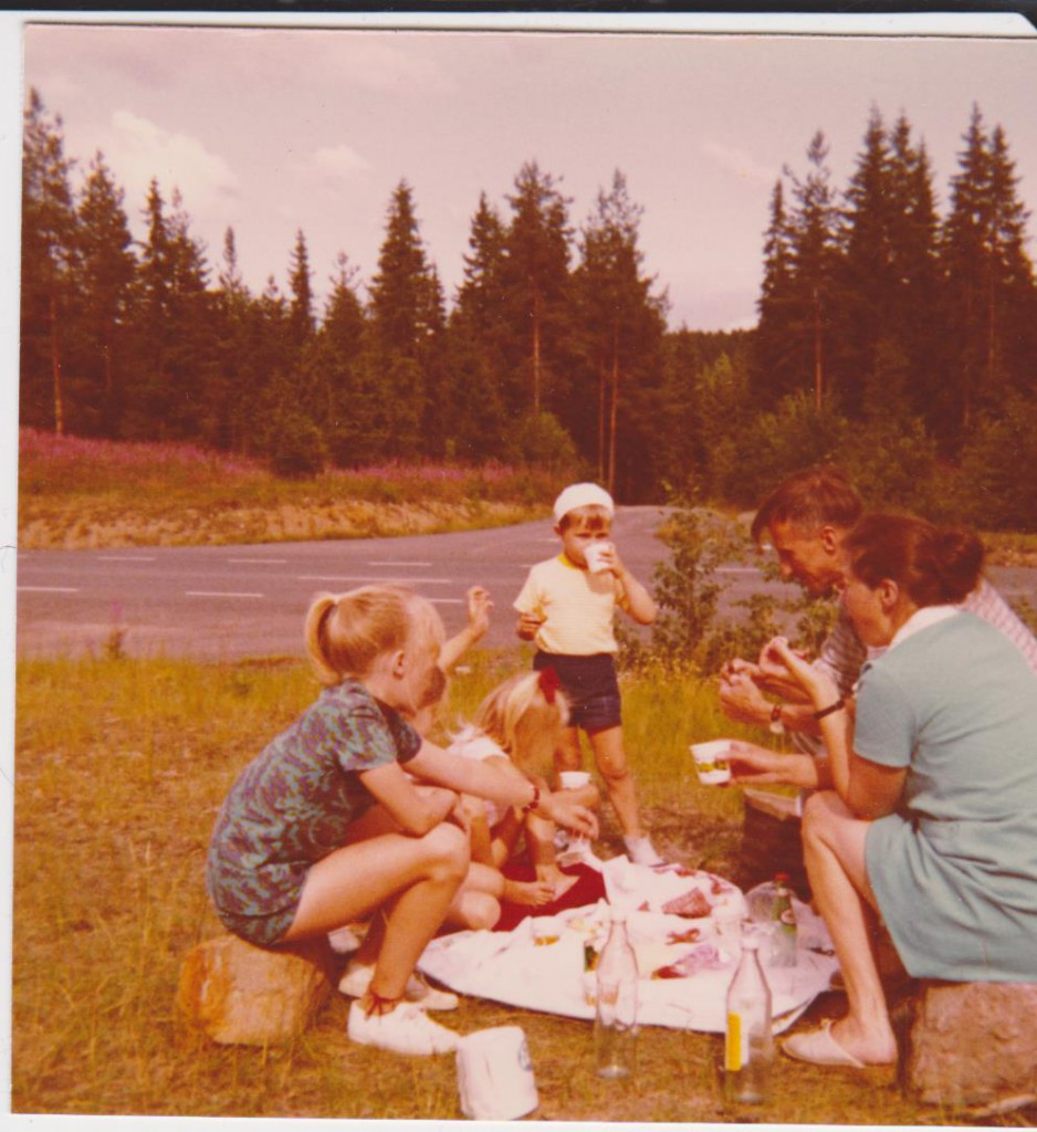 Fikapaus efter vägen! Mary, Anette, Ann-Sofie, Stefan och så mamma och pappa.